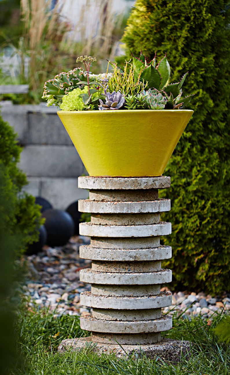 Plant pedestal from circular pavers