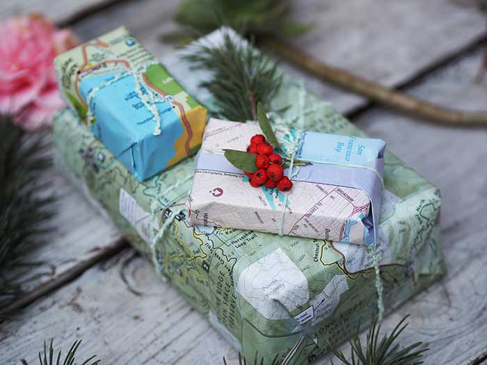 map-gift-wrapping-paper