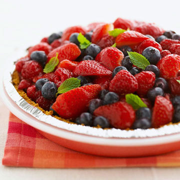 Light Berry Pie with Creamy Filling