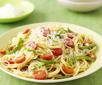 Spaghetti with Tomato, Green Pepper and Anchovy