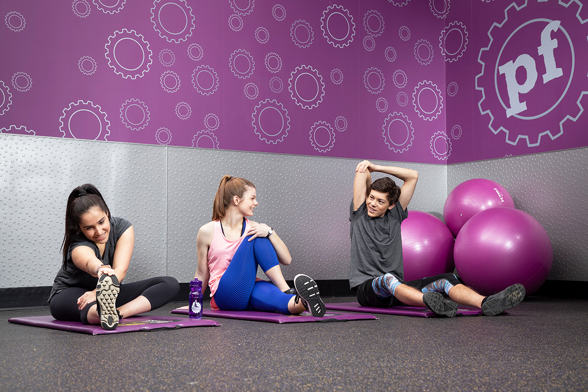 teens working out at planet fitness