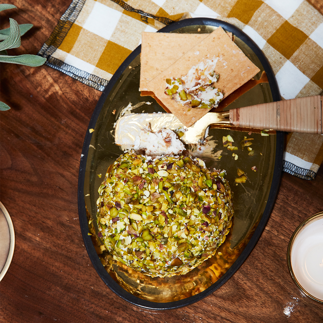 Pistachio-Fig Cheese Ball with crackers and knife