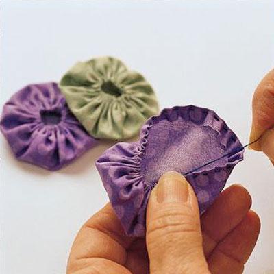 Learn to Make Fabric Yo-Yos