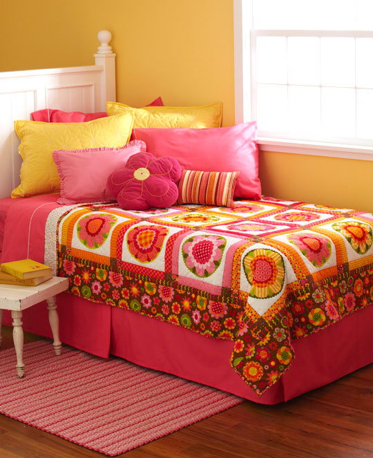 Fast Flowers Twin-Bed Quilt