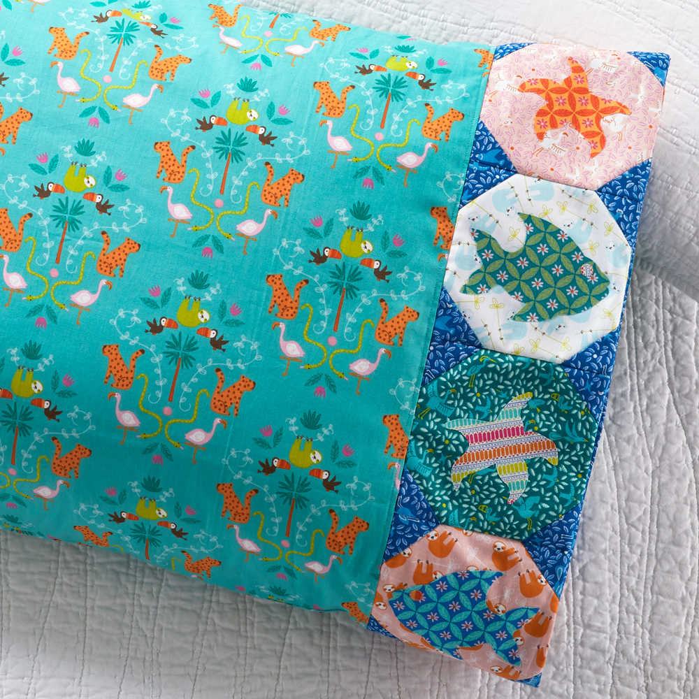 Riley Blake Designs - Pillowcase 85: Fish Appliqué