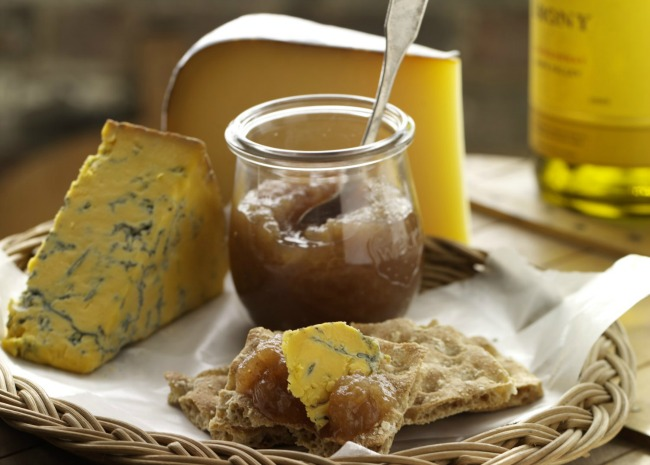 Blue cheese with apple butter and white wine