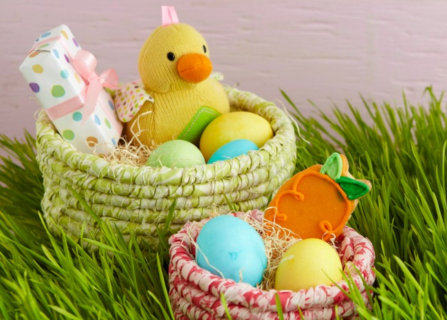 101858319-easter-egg-basket-ideas-photo-by-meredith-650x465