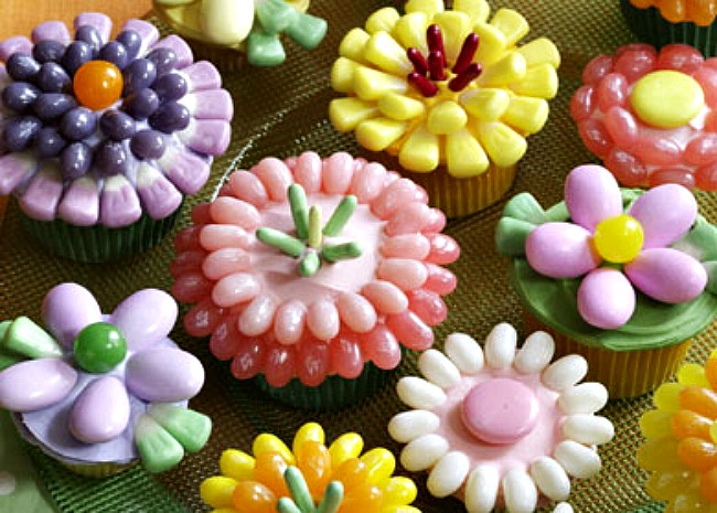 spring-flower-cupcakes-photo-by-mr-food-650x465