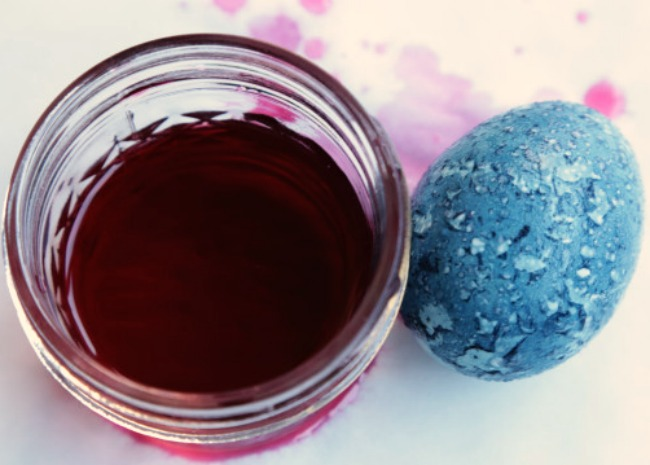 natural-egg-dye-blue-grape-juice-photo-by-allrecipes-650x465