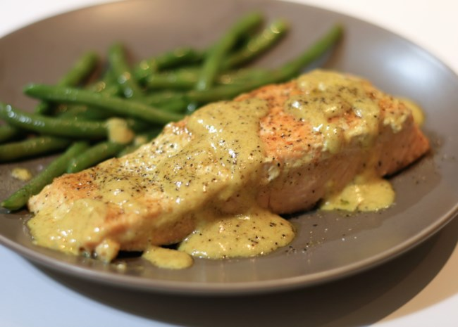 Pan-Fried Salmon in Curry Cream Sauce