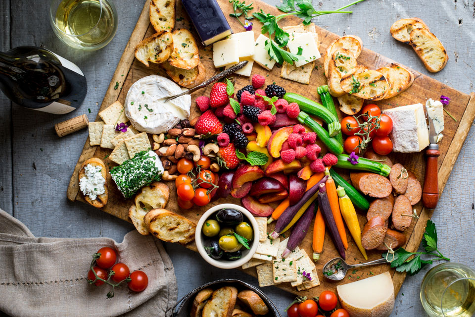 How to Make a Perfect Summer Cheese Board