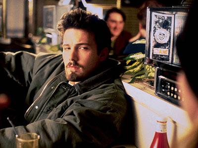 Alyssa ( Joey Lauren Adams ) buys Holden ( Ben Affleck ) a painting in a diner in Chasing Amy (1997).