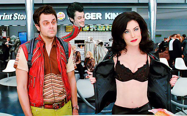 Lara Flynn Boyle, Johnny Knoxville, ... | Played by: Lara Flynn Boyle Film: Men in Black II (2002) Even though some might say that the one thing missing from Ms. Boyle's alien-baddie…