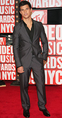 Taylor Lautner | Even at 17, the Twilight hunk was looking all sorts of sharp in this perfectly fitted Calvin Klein suit.