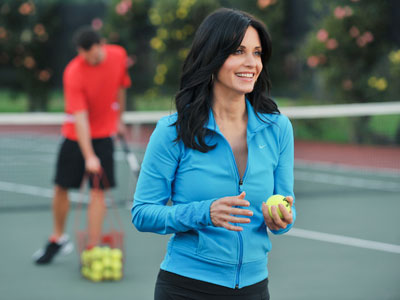 Courteney Cox, Cougar Town | Cougar Town recap: You even pick up balls sexy My absolute favorite moment of the tennis situation was when Jules ripped off her track pants…