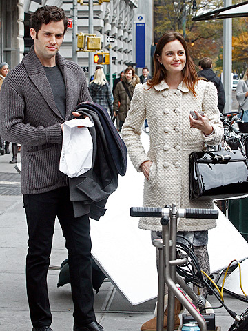 Penn Badgley and Leighton Meester on a New York sidewalk while filming Gossip Girl .