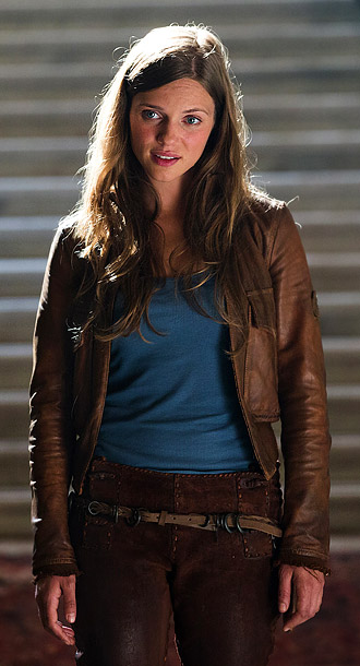 With just the pilot alone, this teenager raised in a post-apocalyptic America (Tracy Spiridakos) has already earned her place among fall TV's all-stars. Her courage…
