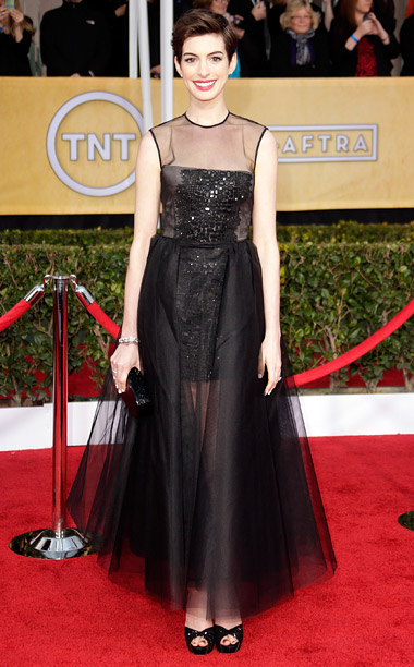 Style, Style: Red Carpet, ... | The best supporting actress winner played peek-a-boo without showing too much actual skin in her embroidered tulle gown. And who knew short hair could be…