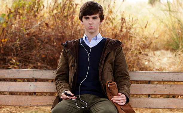 It's hard to imagine anyone besides Anthony Perkins playing Norman Bates. But 21-year-old Finding Neverland alum Highmore makes the iconic character — a teen struggling…