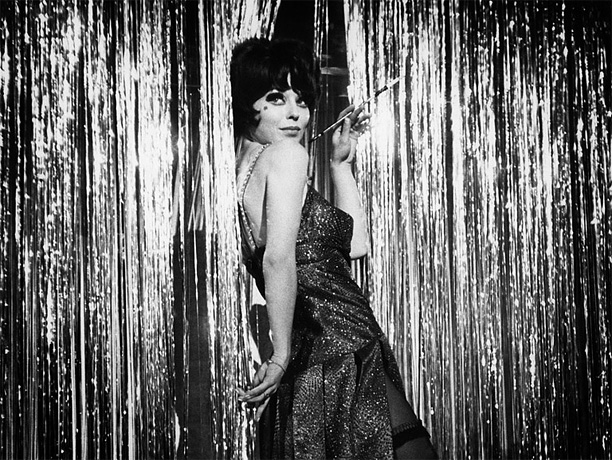 Music by John Kander Lyrics by Fred Ebb Even the orchestra is beautiful in this perfectly marvelous portrait of a young English cabaret singer named…