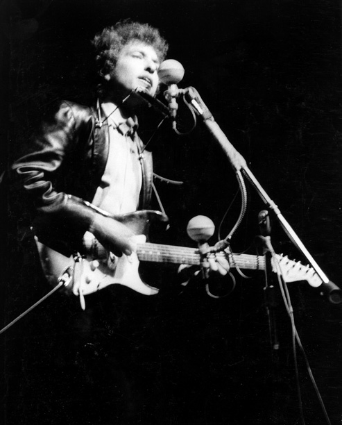 Certainly the biggest moment in Bob Dylan's career and one of the defining performances of the '60s, his famously contentious set at the 1965 Newport…