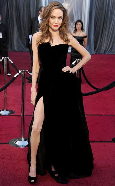 Style | It was the sexy leg pose ogled 'round the world — or at least the World Wide Web. Donning a slinky Atelier Versace dress, Jolie…