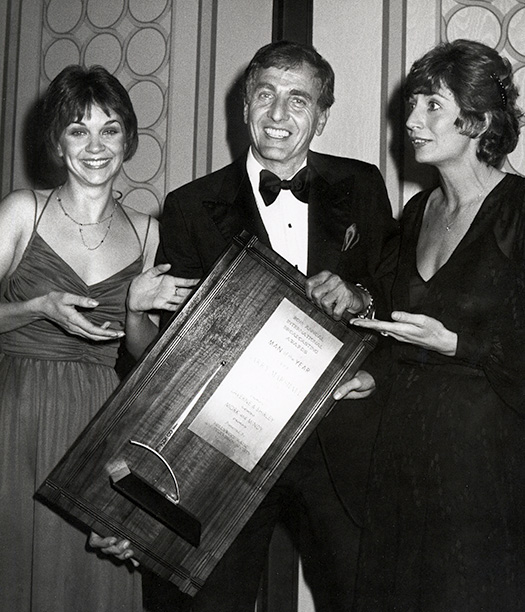 Garry Marshall With Cindy Williams and Penny Marshall at the International Broadcasting Awards on March 10, 1980