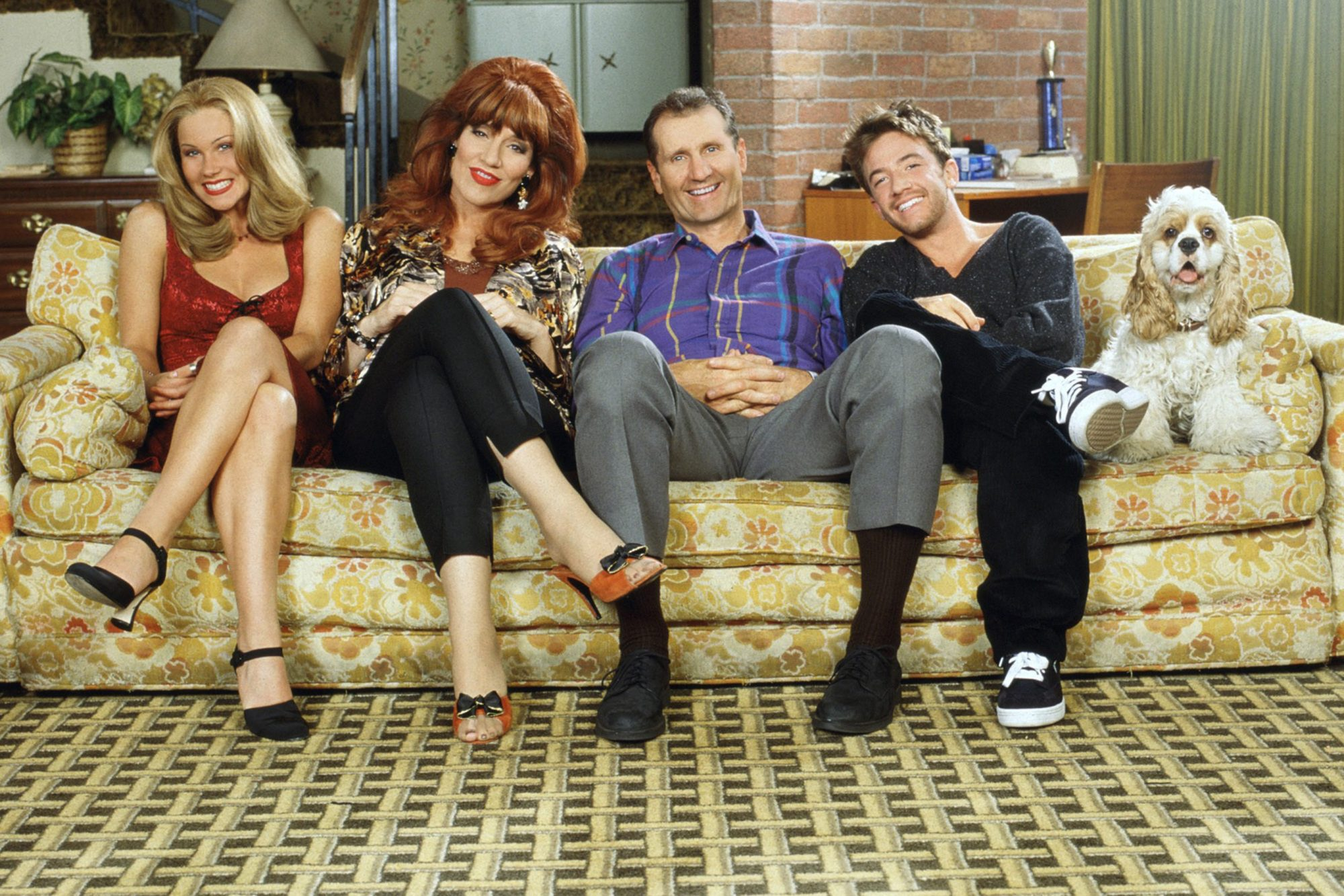 MARRIED...WITH CHILDREN, Christina Applegate, Katey Sagal, Ed O'Neill, David Faustino, Lucky the Dog