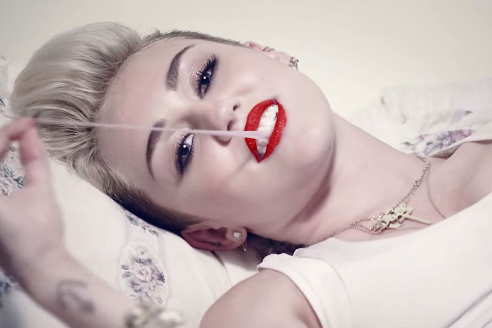 """Miley Cyrus """"We Can_t Stop"""""""