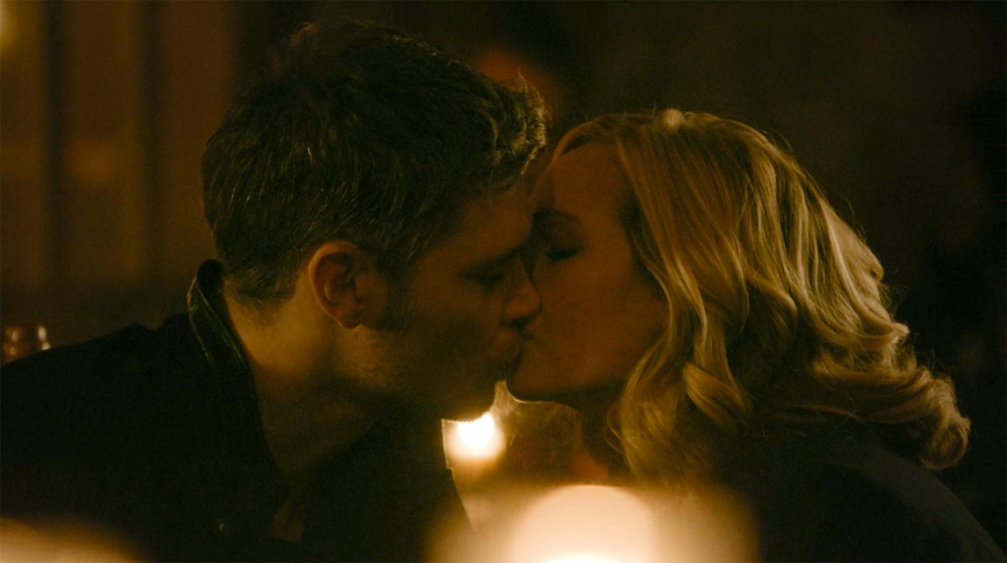Klaus and Caroline kiss, The Originals