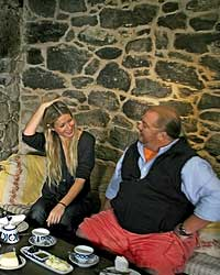 images-sys-200809-a-batali-paltrow-sitting.jpg