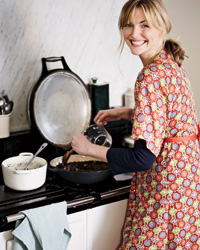 images-sys-201003-a-sophie-dahl-cooking.jpg