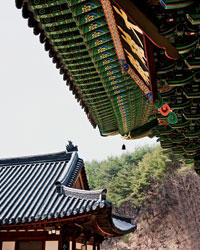 David Chang in Korea: Pagoda-style roofs at Yunpilam.