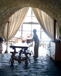 Castello di Vicarello: Vaulted kitchen.