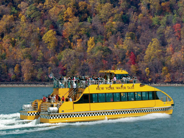 New York Water Taxi: Fall Foliage Tour