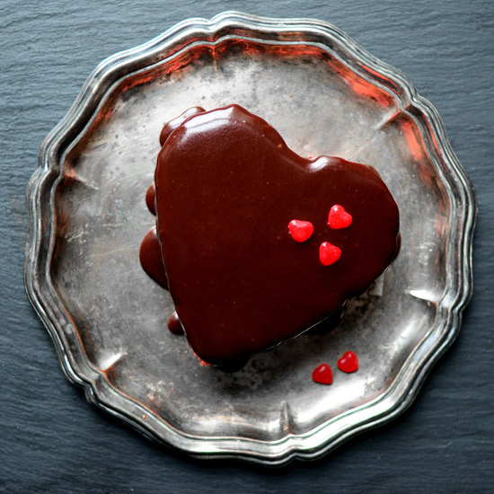 original-201302-HD-how-to-valentines-day-heart-cakes-slide-nine-cake-complete.jpg