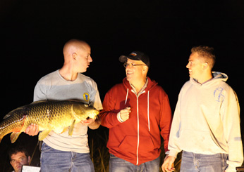 images-sys-201111-zimmern-mn-bow-fishing-night-ss.jpg