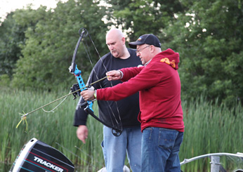 images-sys-201111-zimmern-mn-bow-fishing-ss.jpg