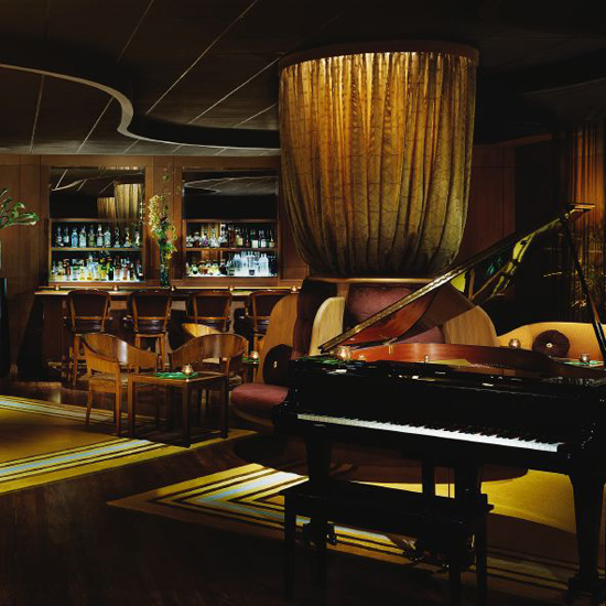 Lewers Lounge, at the Halekulani Hotel, Waikiki, Hawaii