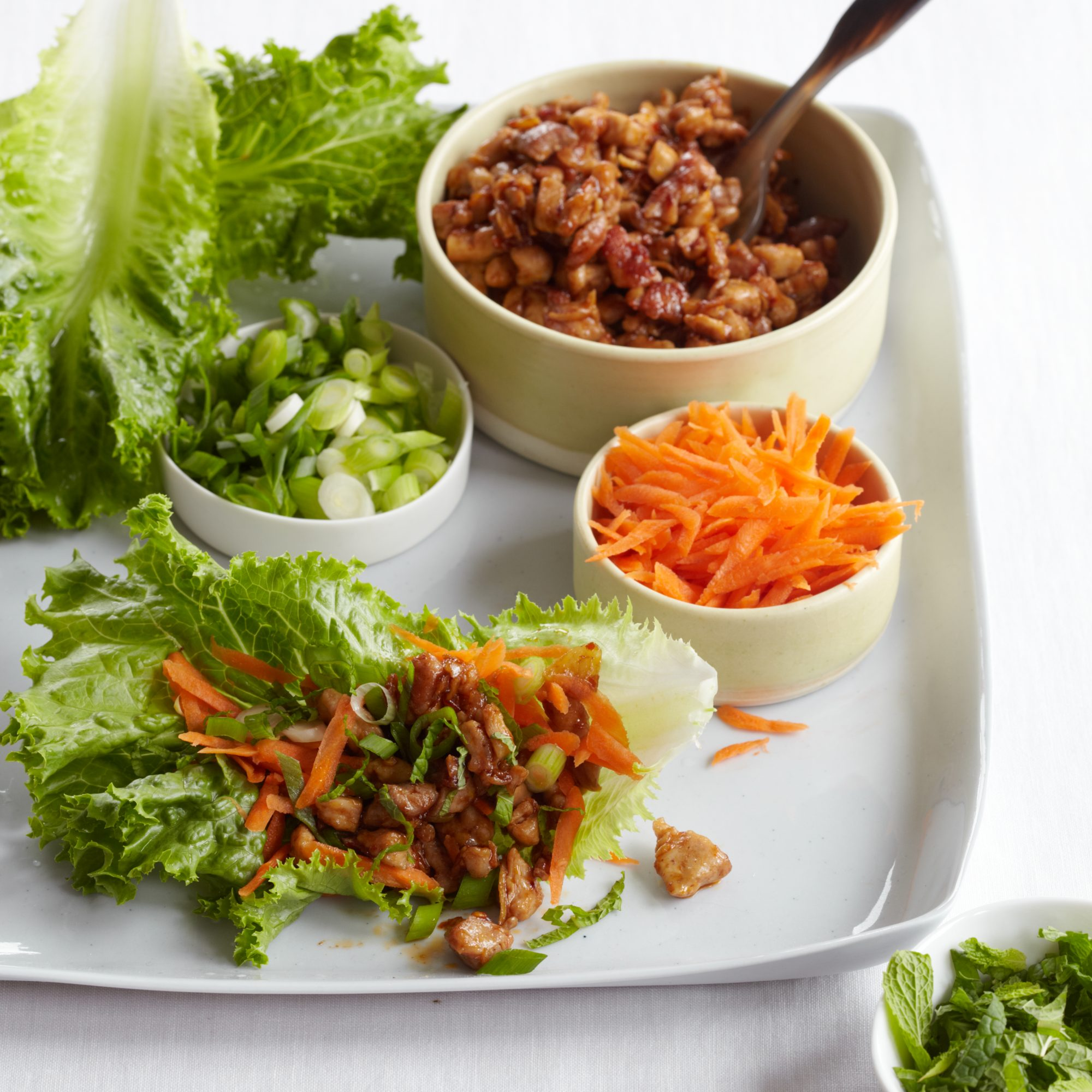 201009-r-chicken-lettuce-leaves.jpg