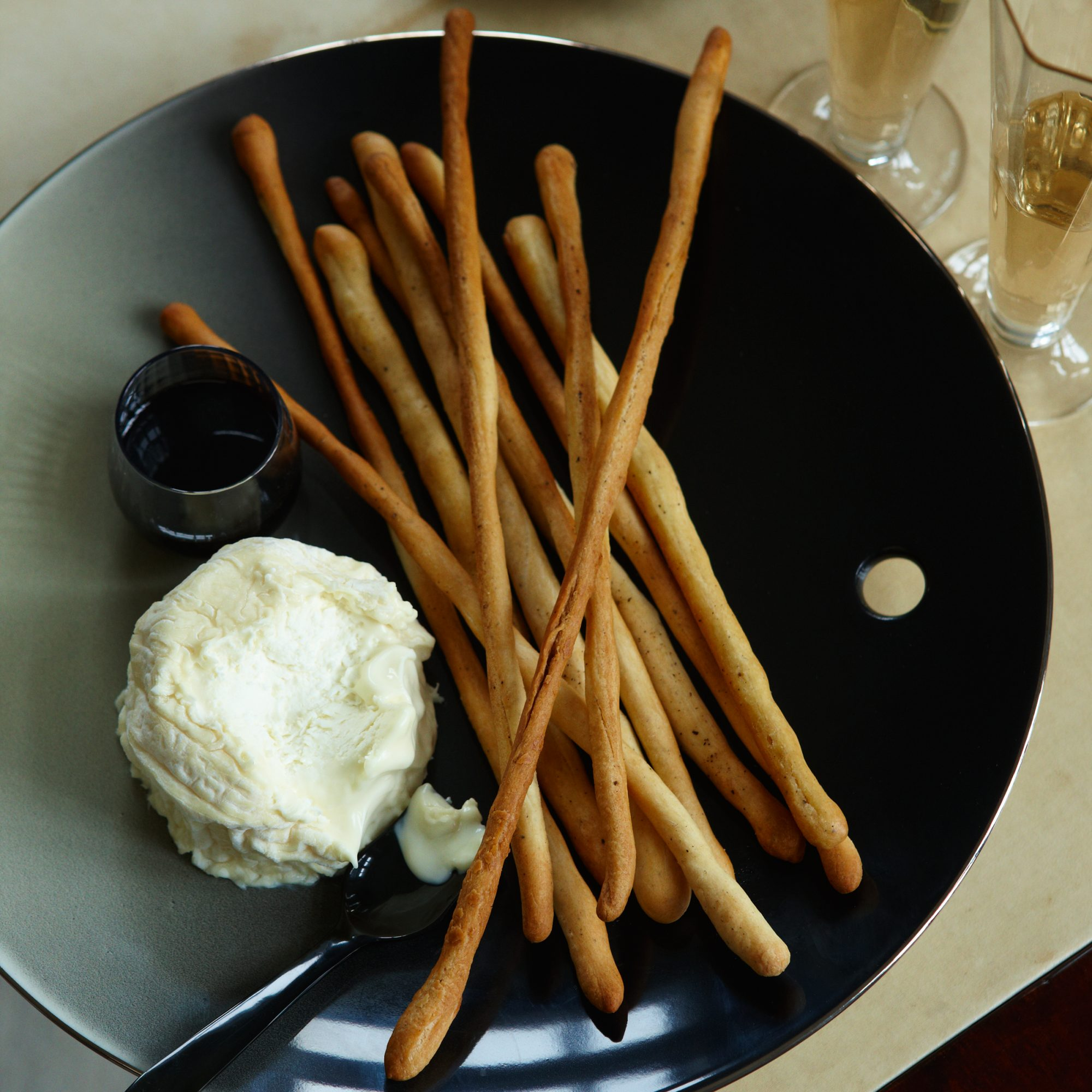 201012-r-breadsticks.jpg