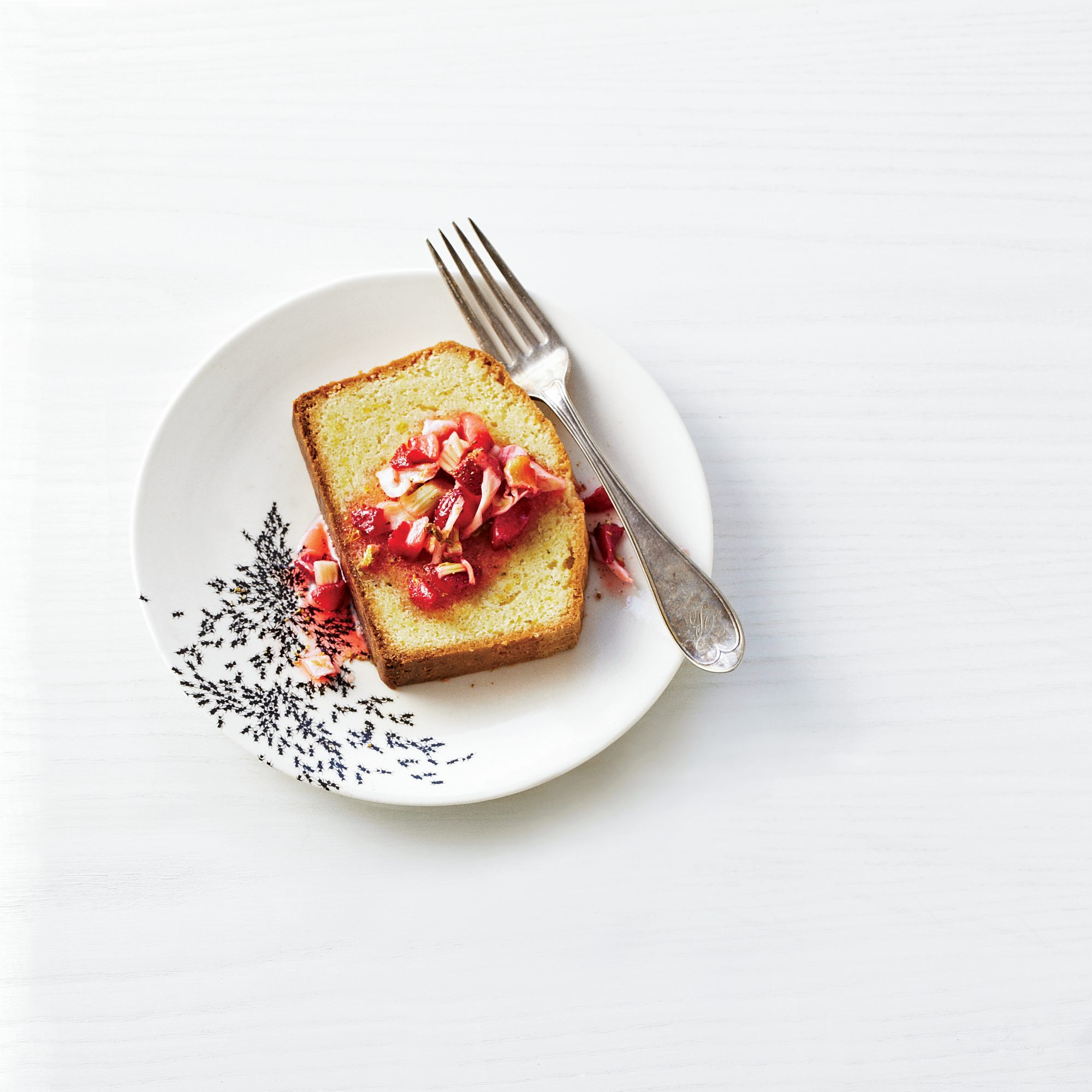 201104-r-strawberry-pound-cake.jpg