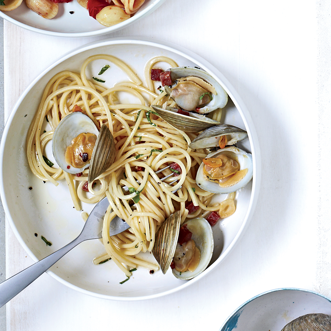 201109-r-spicy-tonnarelli-with-clams.jpg