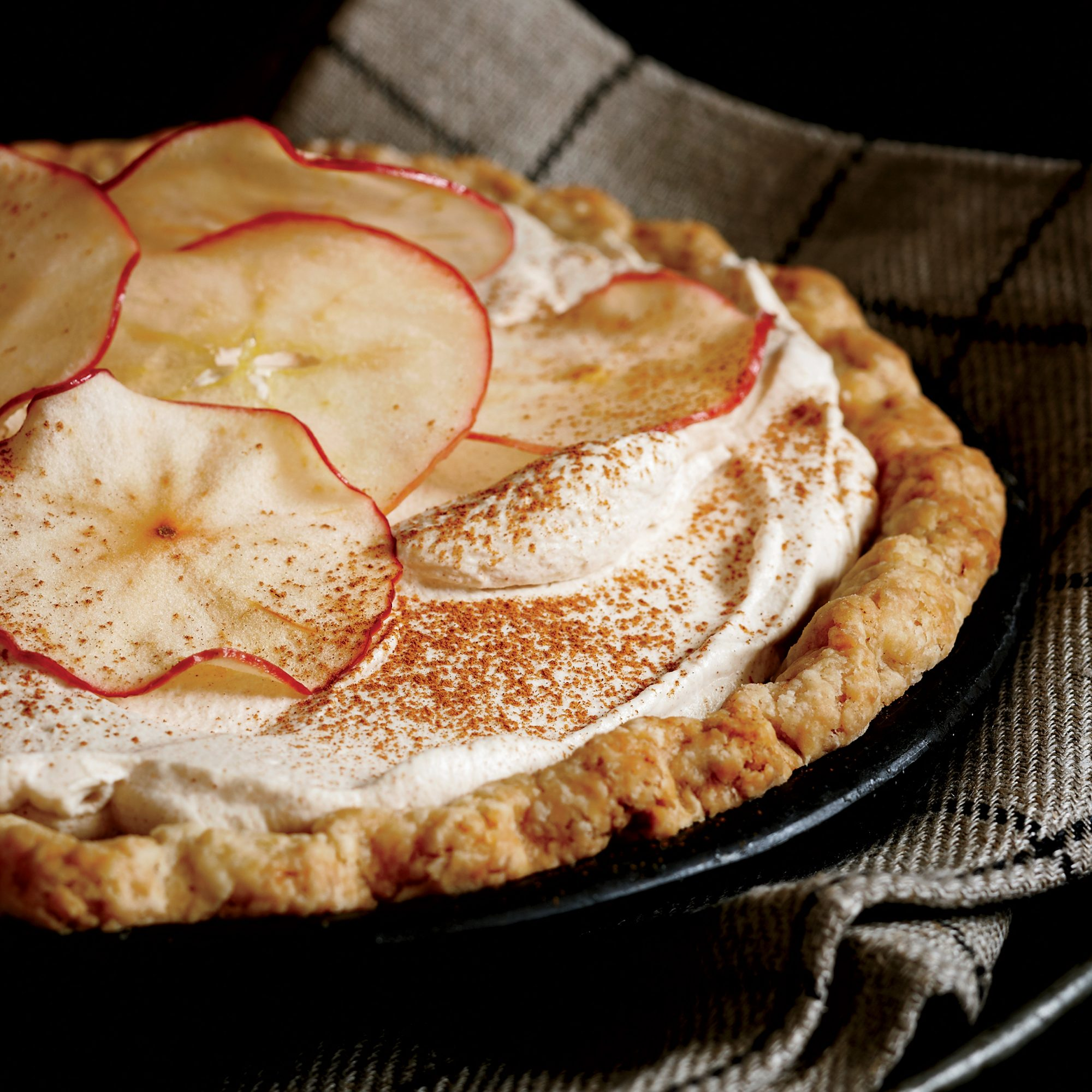 201111-r-apple-cider-cream-pie.jpg