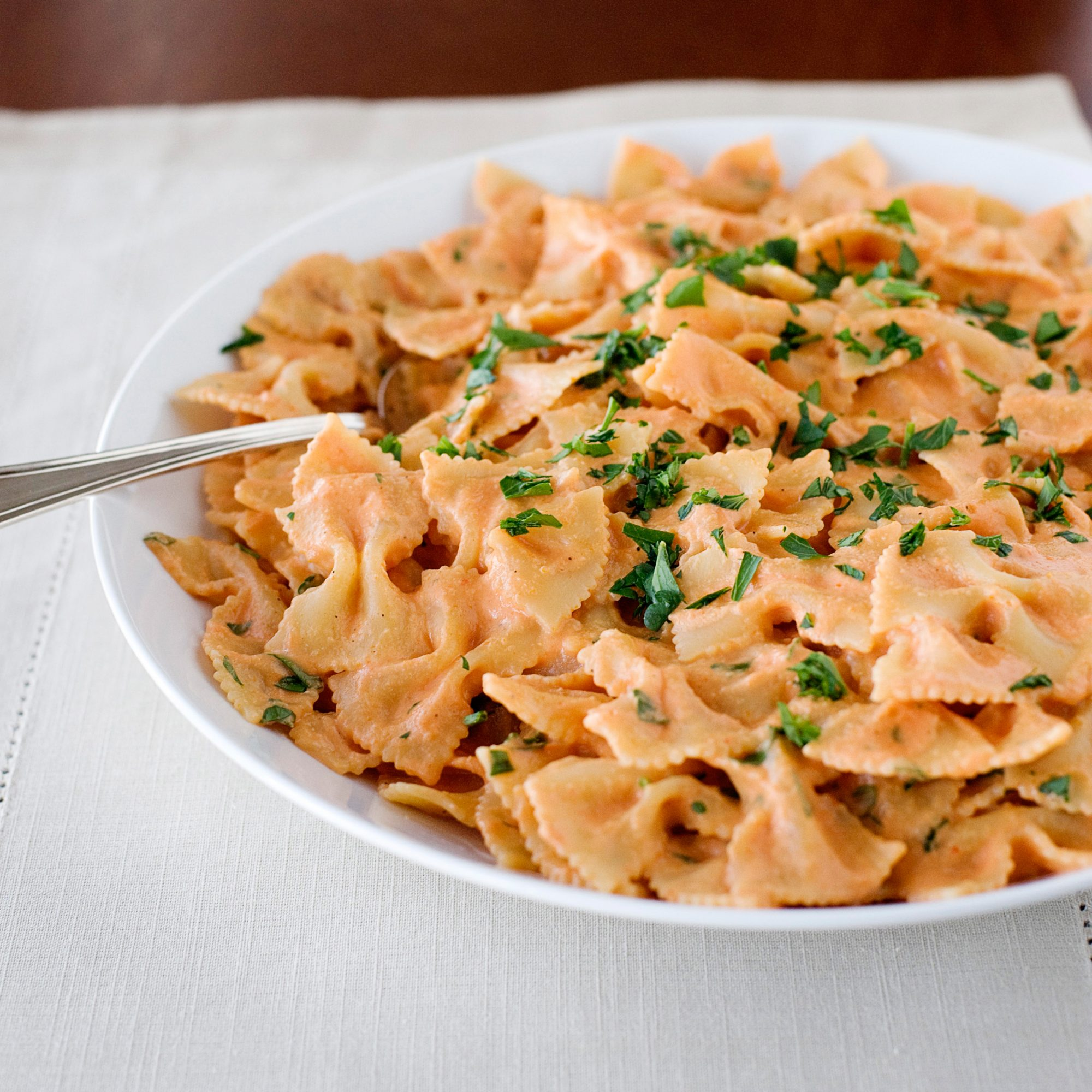 images-sys-201202-r-bowties-with-tomato-scallion-cream.jpg