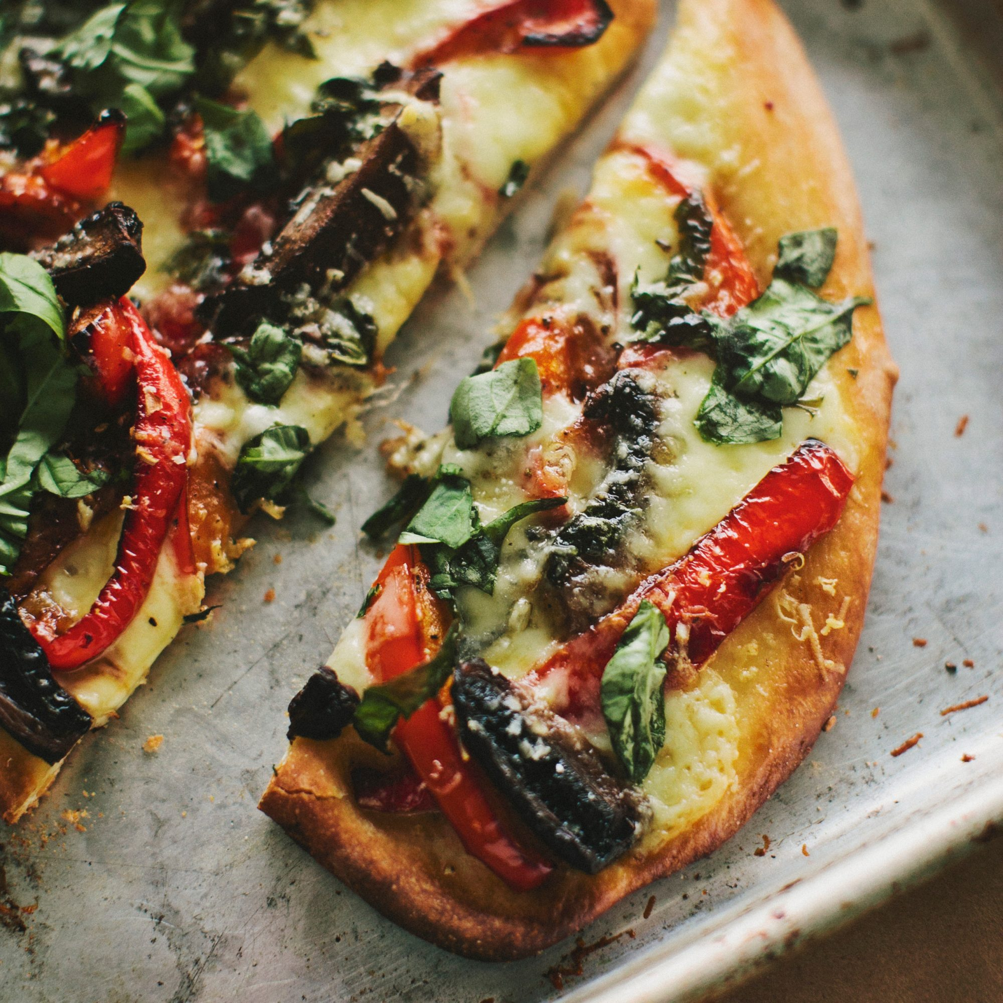 original-201204-r-qfs-portobello-mushroom-red-pepper-pizza.jpg