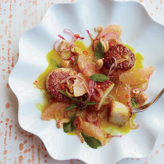 Scallops in Yellow Curry with Spicy Grapefruit Salad
