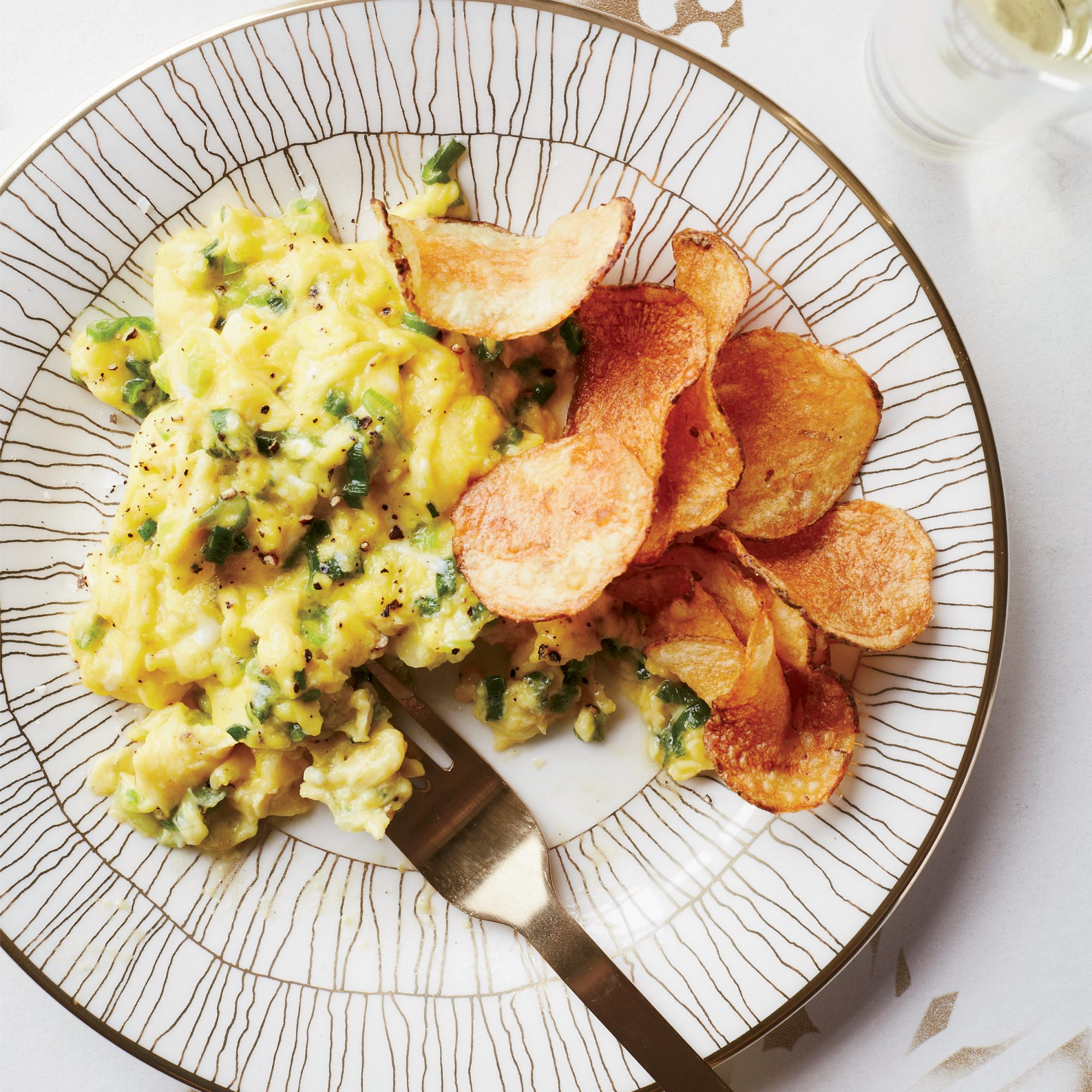 201404-r-scallion-scrambled-eggs-with-potato-chips.jpg