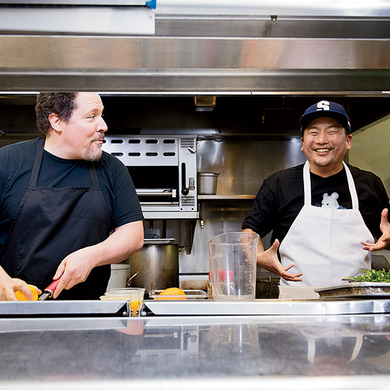 original-201405-HD-jon-favreau-roy-choi-chef-movie-kitchen.jpg