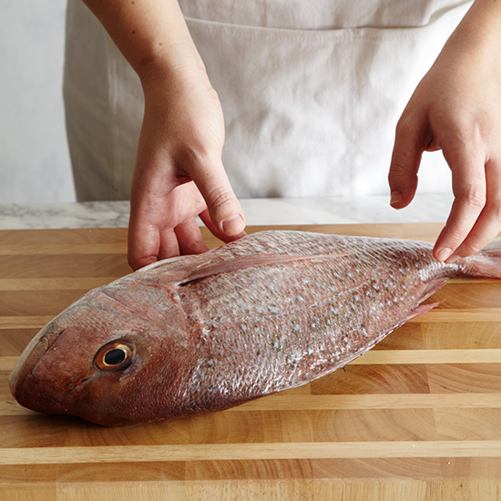 original-201405-HD-lay-fish-on-cutting-board-3.jpg